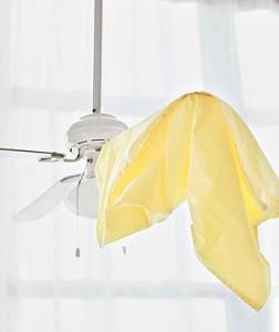 limpar ventilador de teto com fronha