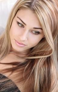 luzes inversas em cabelos loiros
