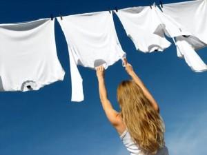 Como tirar manchas de mofo das roupas